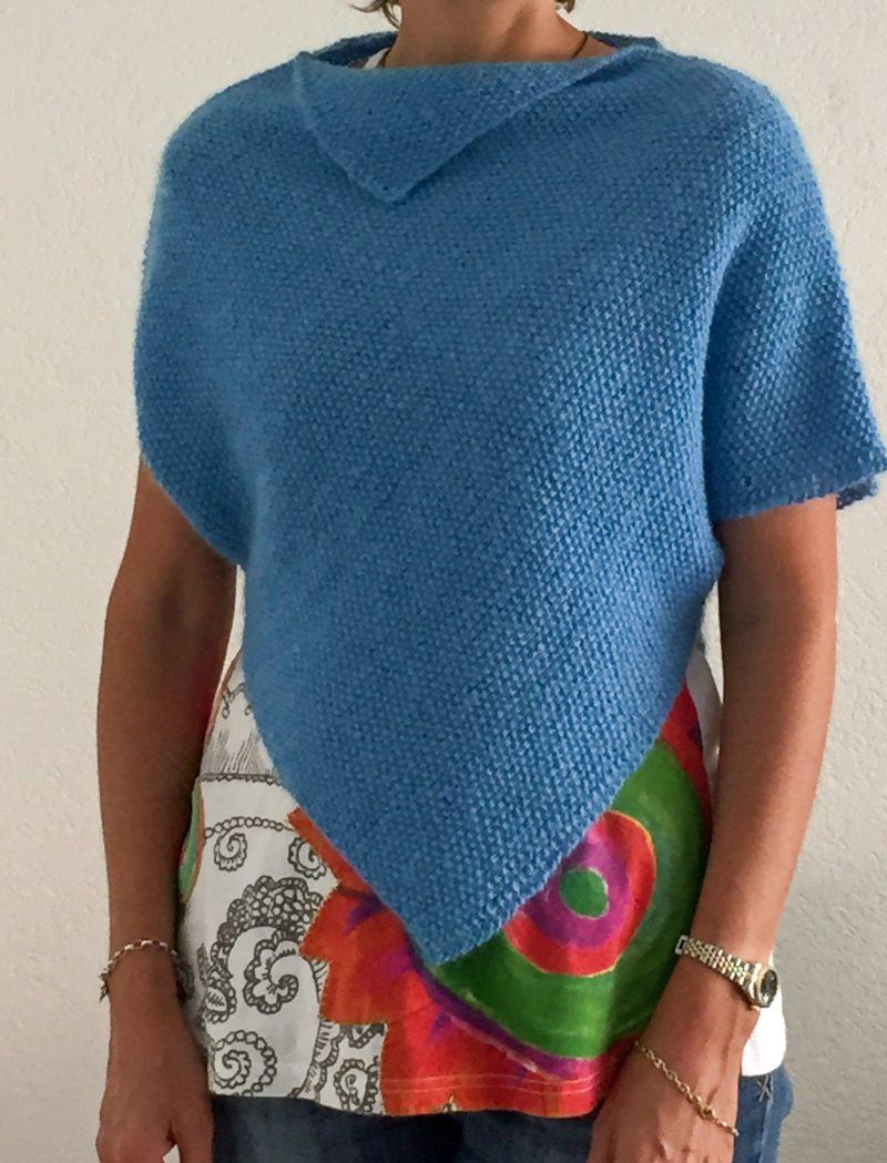 Pull poncho bleu tricot laine aiguilles
