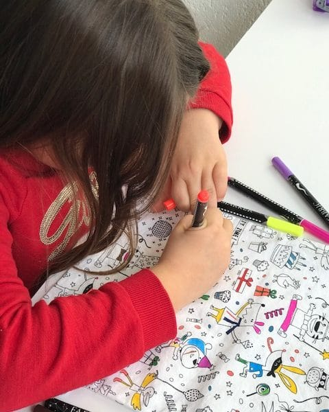 Enfant coloriant un sac à colorier unique swiss made en tissu éco friendly