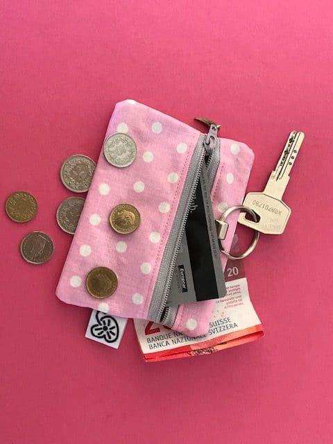 Boutique création couture suisse Trousse en tissu enduit rose