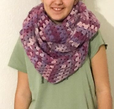 écharpe crochetée granny square