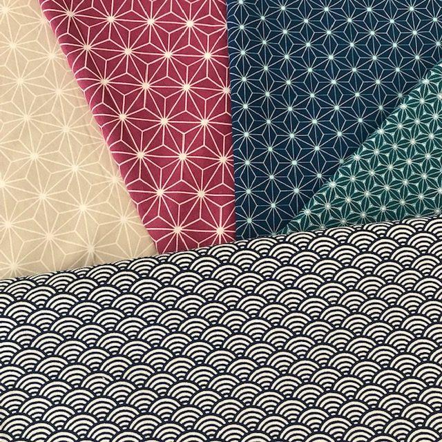 choix de tissus motifs géométriques pour atelier de couture